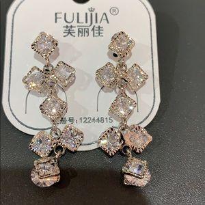 Jewelry - Fashion drop earrings